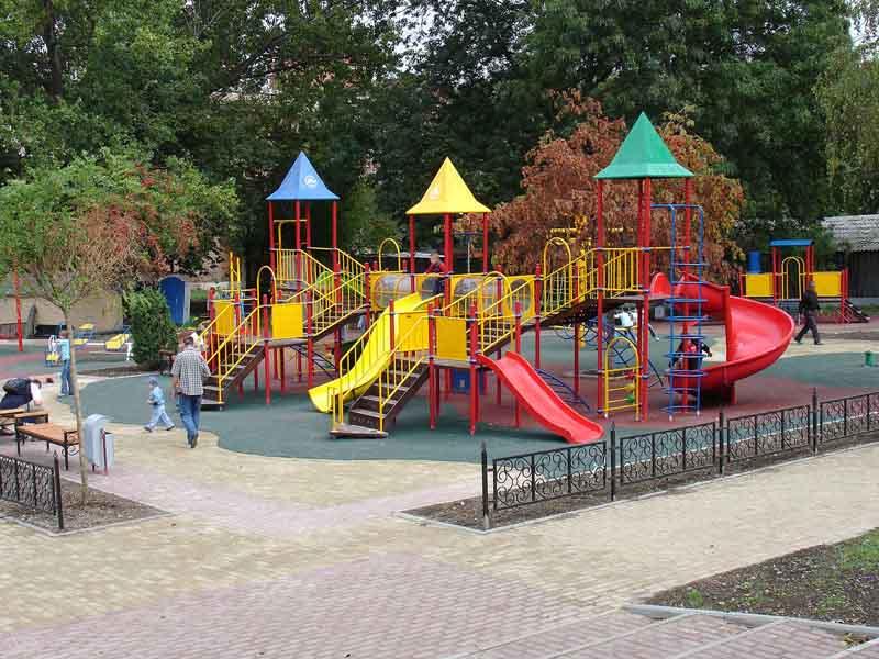 Возведение детских городков